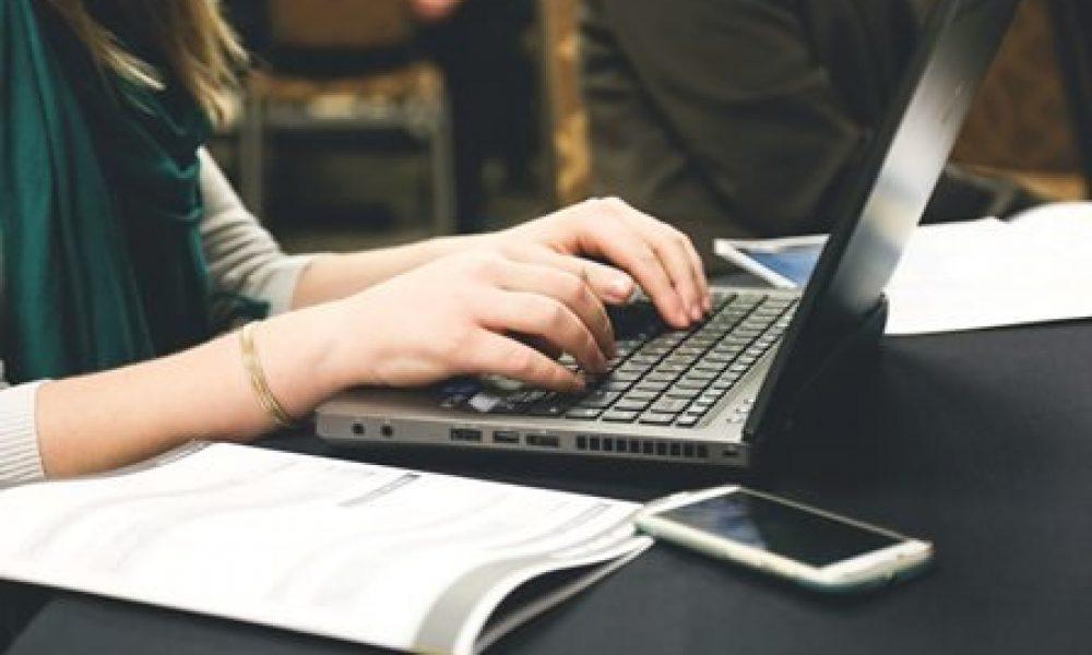 woman-typing-writing-programming-7112_small